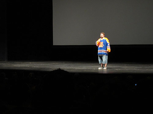 [Kevin Smith on stage]
