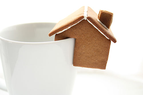 gingerbread houses meant to perch on the edge of a mug