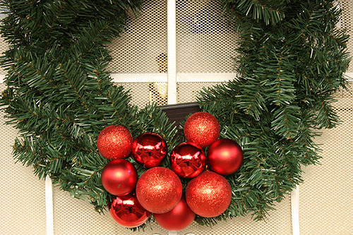 solar led wreath hanging on my door - Solar Powered Christmas Wreath