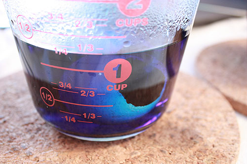 one egg in dye in a Pyrex measuring cup