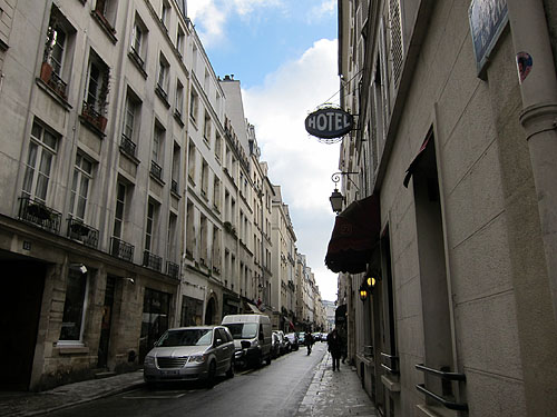 narrow street on the Ile Saint-Louies