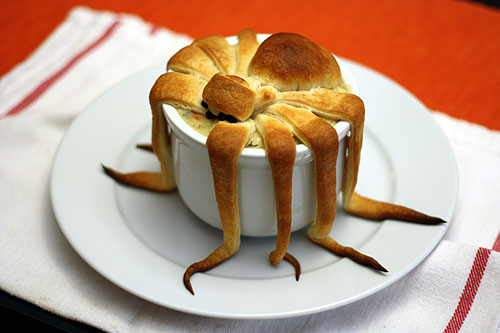 spider pot pie, the head has tilted down during cooking