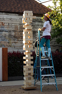 giant Jenga game,falling