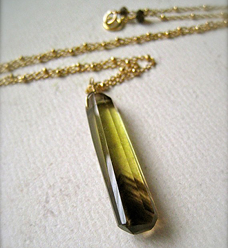 Foamy Wader quartz necklace