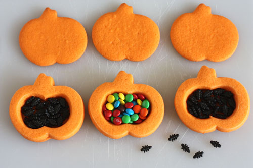 Trick-or-Treat Cookies, with a surprise inside. Fill cookies with treat or trick, here mini M&Ms or sugar ants.