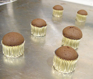 tiny cupcakes make in a foil candy cup